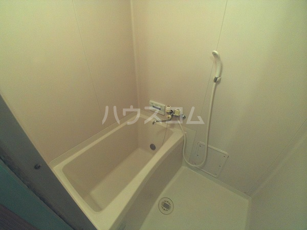 アプリコットハウス A 302号室の風呂