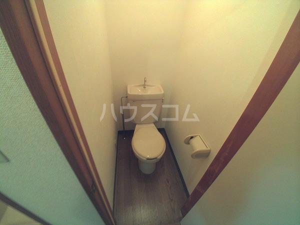 アプリコットハウス A 302号室のトイレ