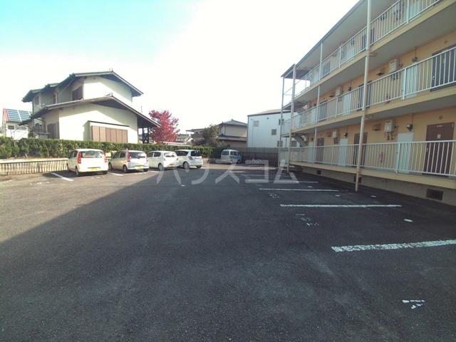 コーポひまわり 101号室の駐車場