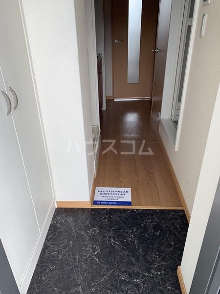 レオパレスバローネⅡ 105号室の玄関