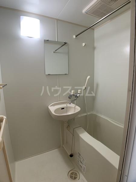 レオパレスバローネⅡ 105号室の洗面所