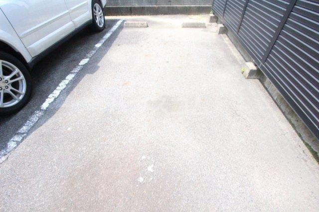 エスポワールかざみ 204号室の駐車場