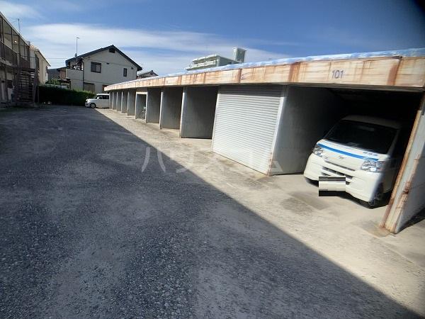 市川荘 206号室の駐車場