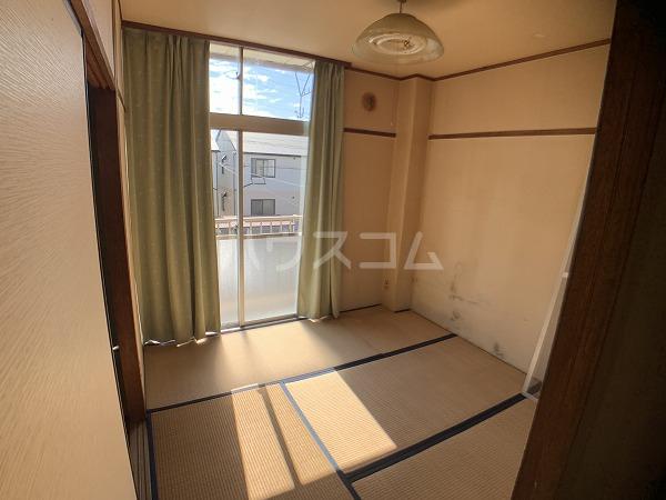 市川荘 206号室のベッドルーム