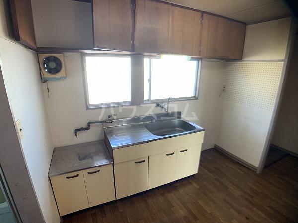 市川荘 206号室のリビング