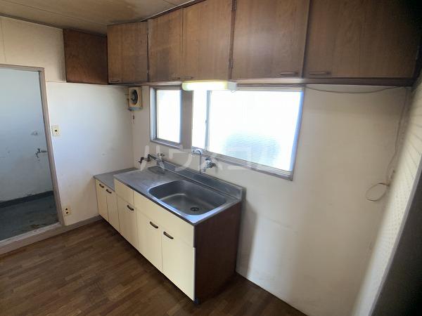 市川荘 206号室のキッチン