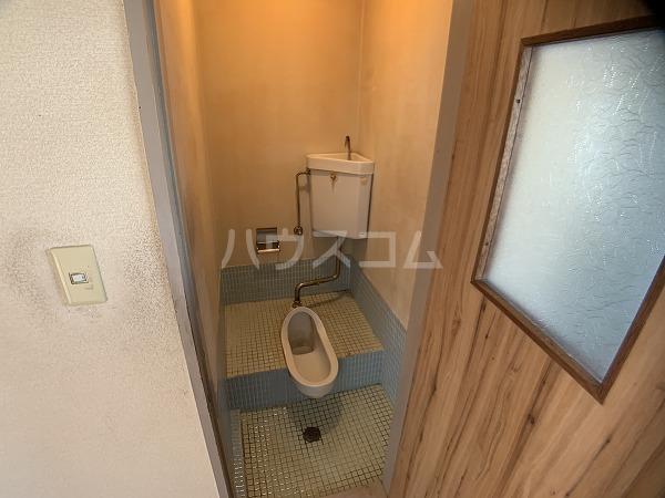 市川荘 206号室のトイレ