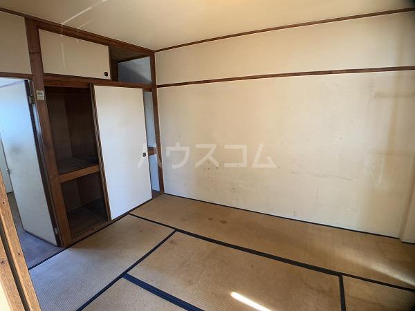 市川荘 206号室の居室