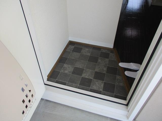 グレースハイツごとう 105号室の玄関