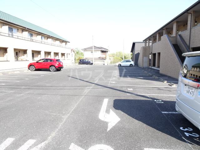 テラ・メゾン B棟 106号室の駐車場