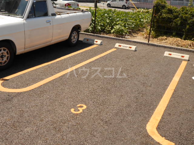 双樹マンション 303号室の駐車場