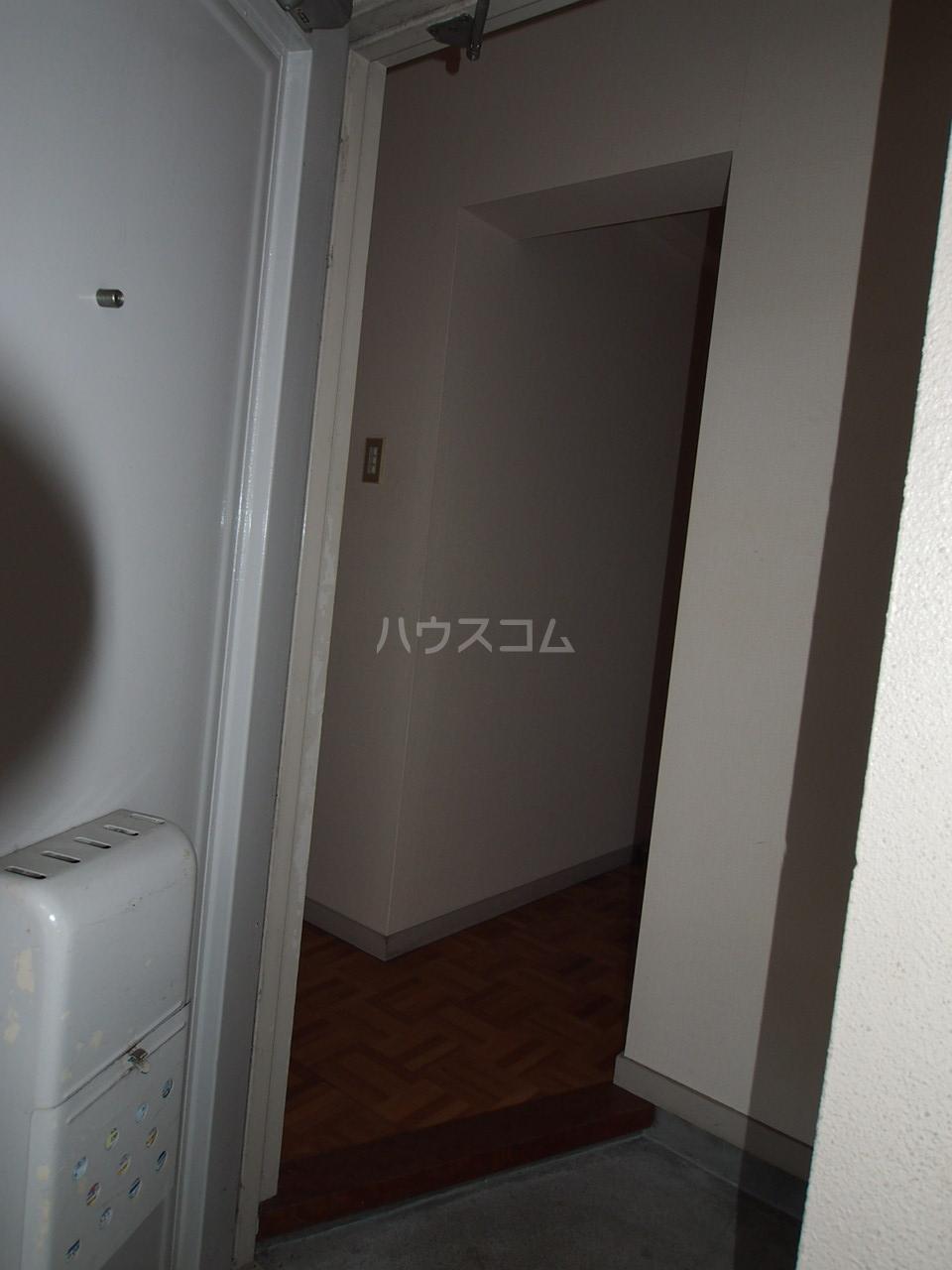 マンションニューシーズ 303号室の玄関
