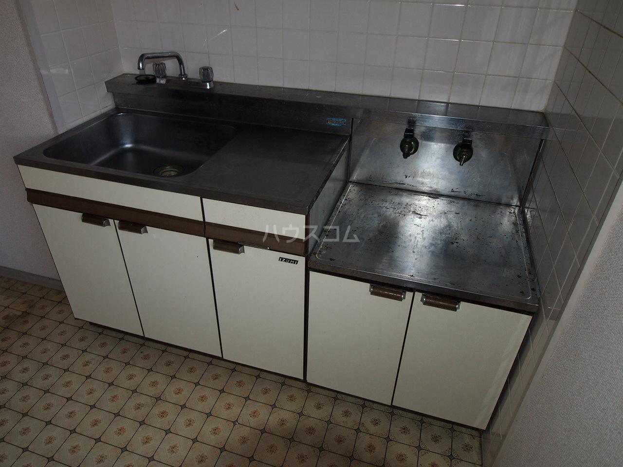 マンションニューシーズ 303号室のキッチン