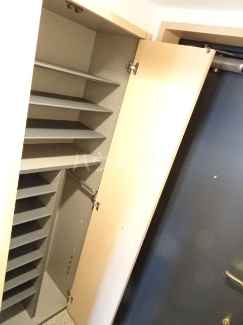 シャトー大豊 302号室の玄関