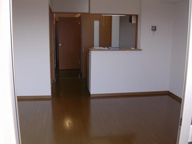ビアンシュール美園 301号室のリビング