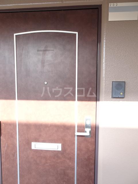 グランド月見 206号室の玄関