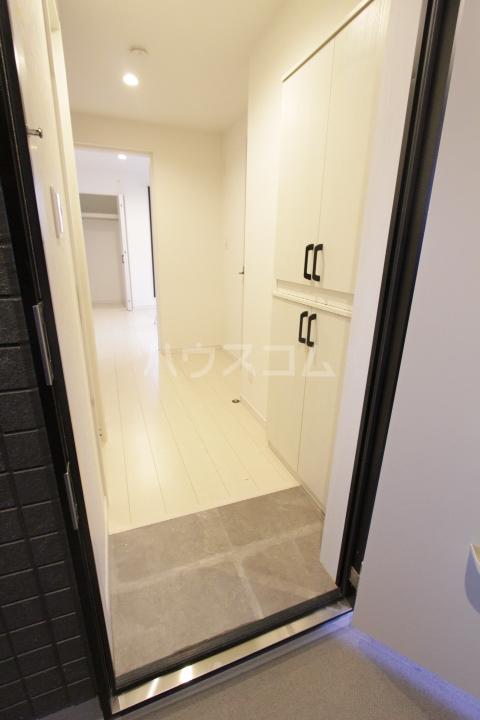 ル ロジュマン 101号室の玄関