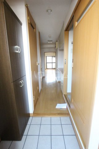 クオリア若宮町 101号室の玄関