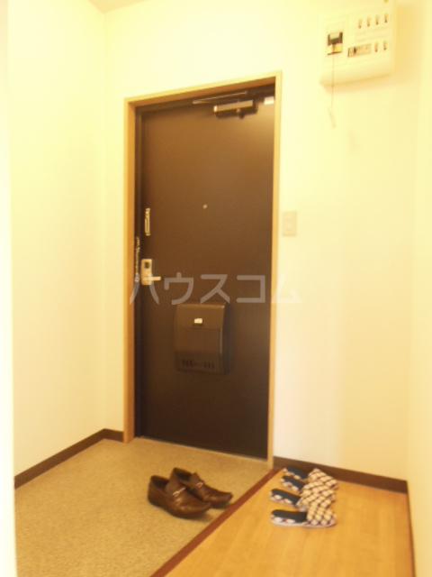 ハッピーヒルズ青木 202号室の玄関