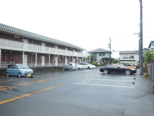 ハッピーヒルズ青木 202号室の駐車場