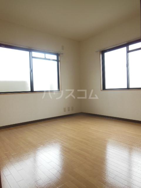 ハッピーヒルズ青木 202号室の居室