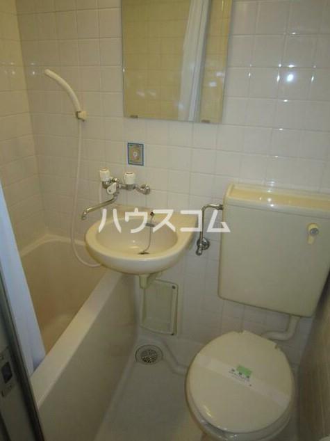ルミエール中町 102号室の洗面所