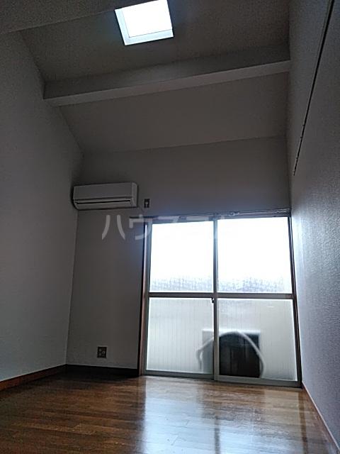 アパートメントR&T 101号室のリビング
