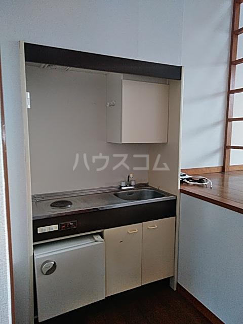 アパートメントR&T 101号室のキッチン