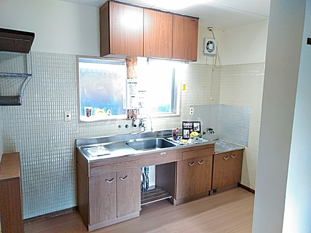 エトワールハイツ豊川 102号室のキッチン