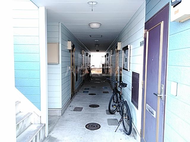 ハイドアウト園 206号室のロビー