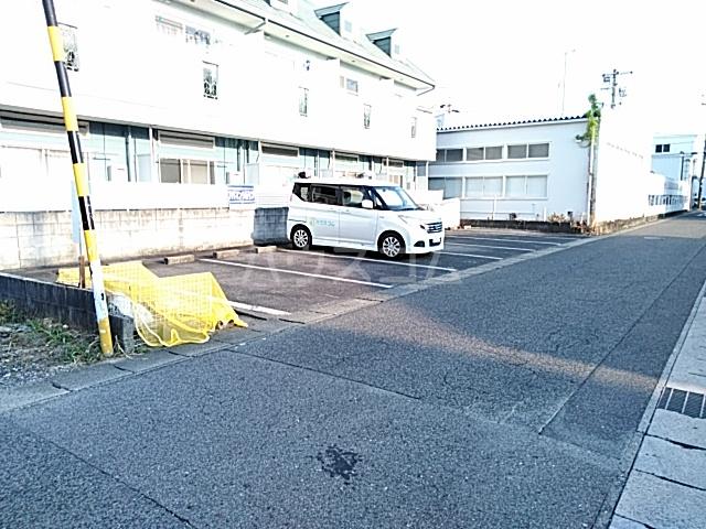 ハイドアウト園 206号室の駐車場