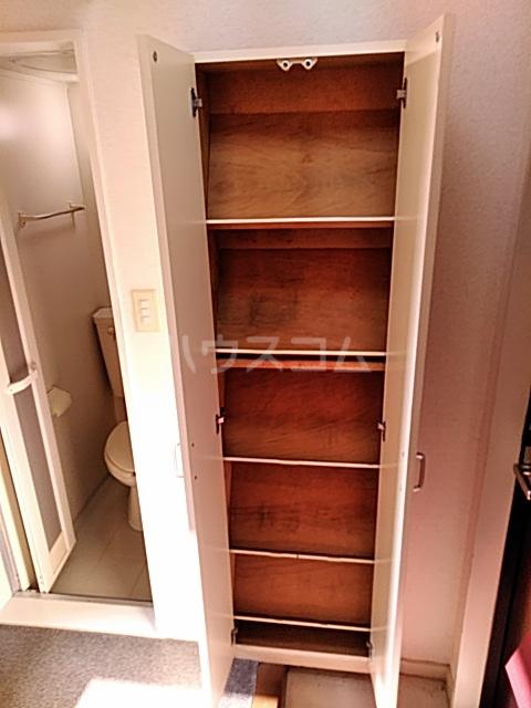 ハイドアウト園 206号室の収納