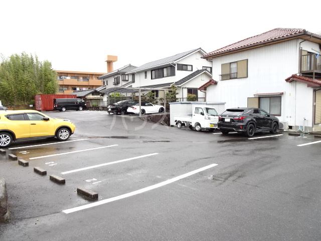 ピアノビル 301号室の駐車場