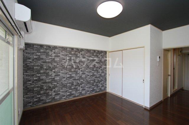 ガーデンハイツ石黒 206号室のリビング