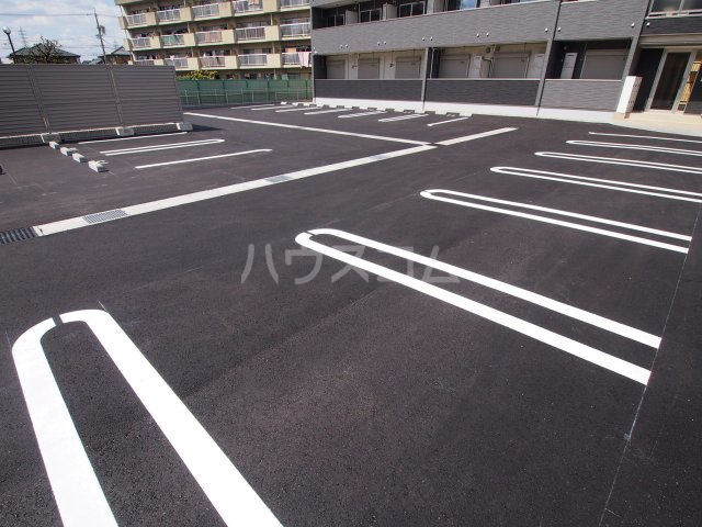 サニーオレンジ 02070号室の駐車場