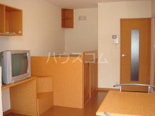 レオパレスアンソレイユ 101号室のベッドルーム