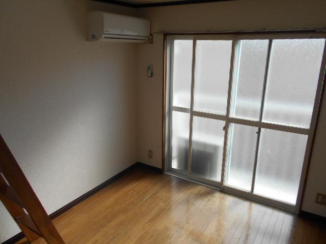 リード豊田 206号室のリビング