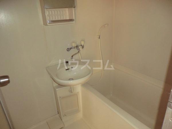 ハイツ内藤 205号室の洗面所
