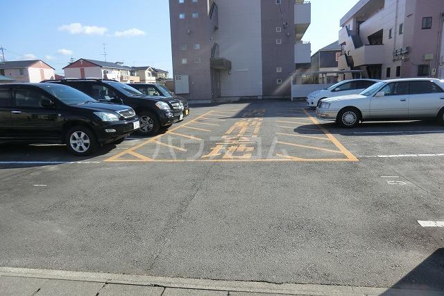 ガーデンコートHISOKO 102号室の駐車場
