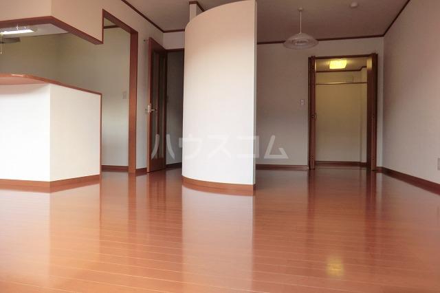 ガーデンコートHISOKO 102号室のリビング