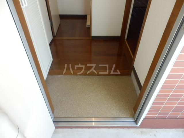 フェニックス鷺沼 105号室の玄関