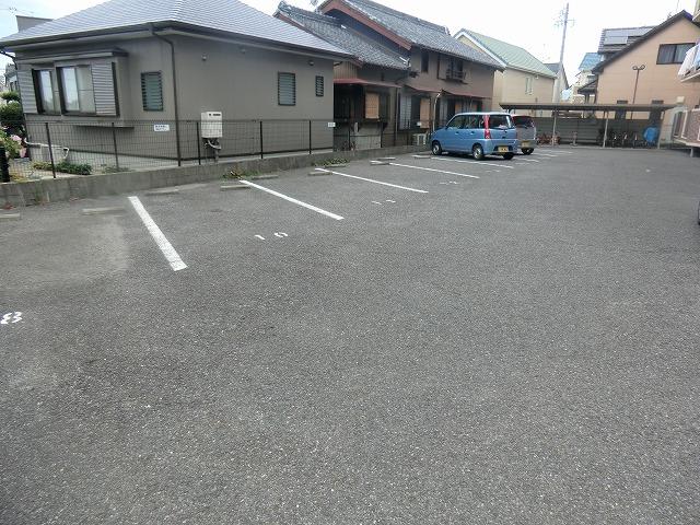 パストラル宮前 201号室の駐車場