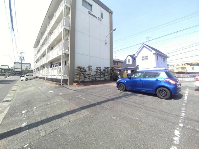 マンションTU 301号室の駐車場