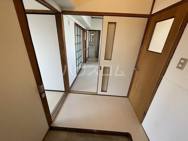 マンションTU 301号室の玄関