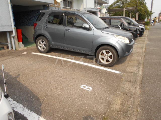 ジャルダン錦 303号室の駐車場