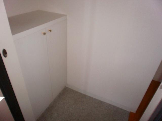 Bonheur衣丘 201号室の玄関
