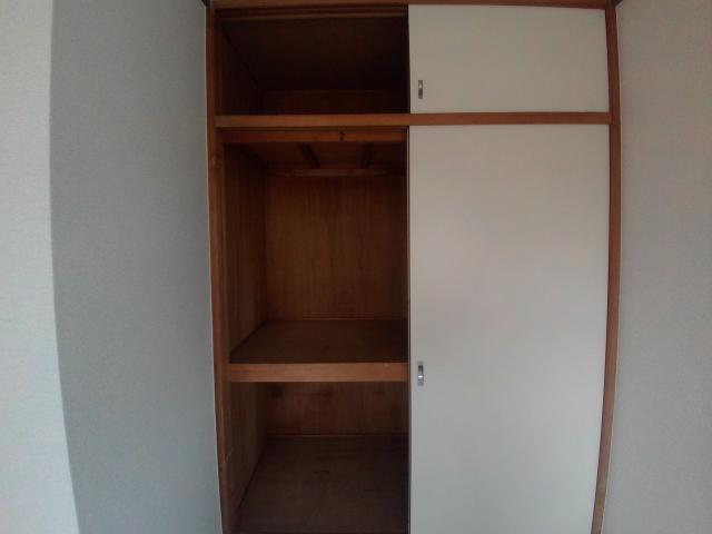 大和ハイツ A棟 205号室の収納