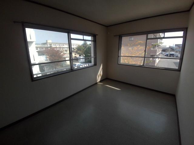大和ハイツ A棟 205号室のリビング
