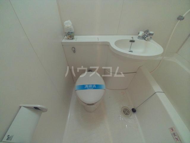 コンフォールまきの 108号室のトイレ