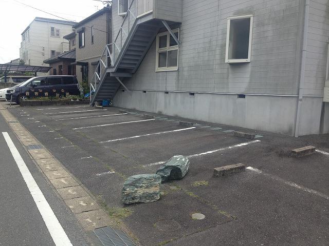 スカイパーク冨士Ⅰ 211号室の駐車場